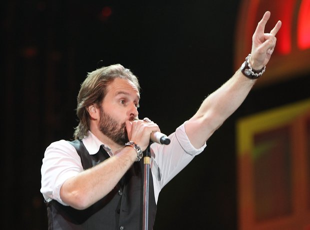 alfie-boe-singing