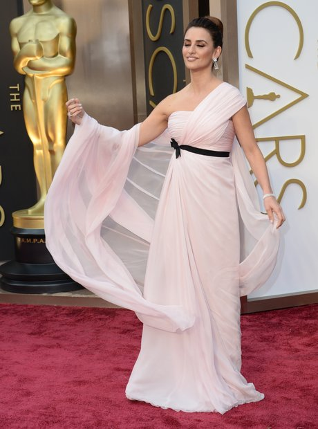 Penelope Cruz Oscars 2014 red carpet