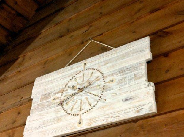 Piano hammers clock