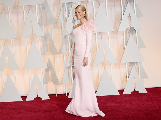 Gwyneth Paltrow arrives at the Oscars 2015