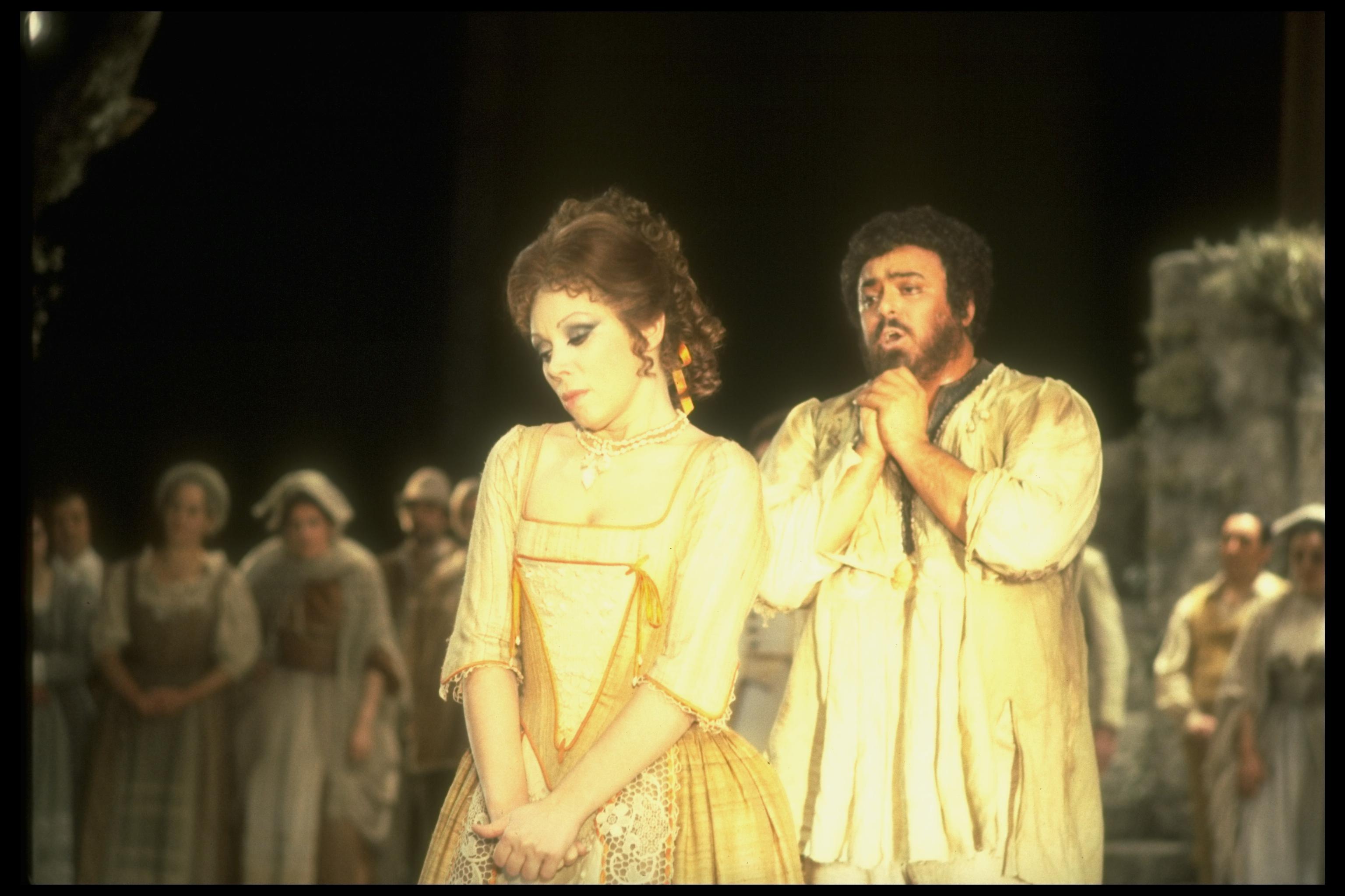 Mirella Freni performing with Pavarotti in opera L