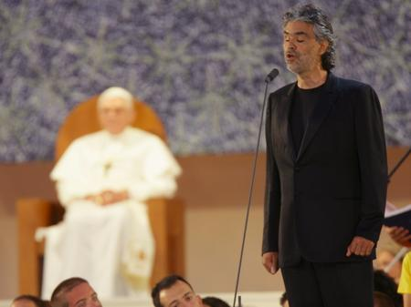 Andrea Bocelli sings to the Pope