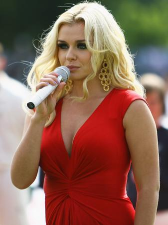 Katherine Jenkins singing at Ashes 2009