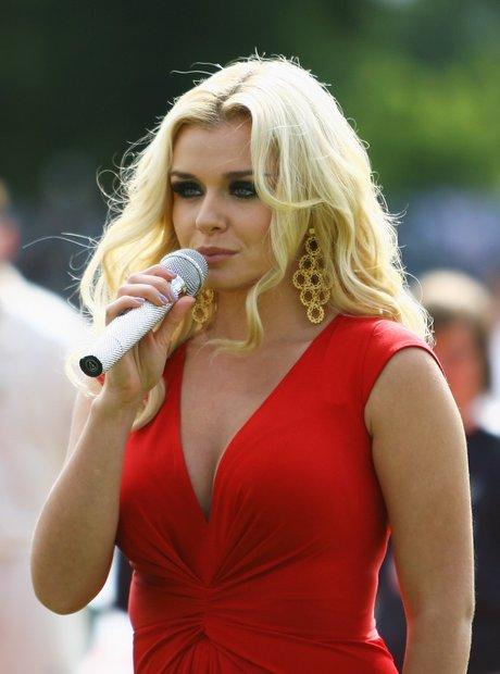 Katherine Jenkins singing at Ashes 2009