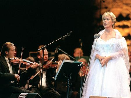 Kiri te Kanawa performing