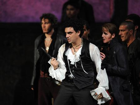 Rolanod Villazon as Romeo