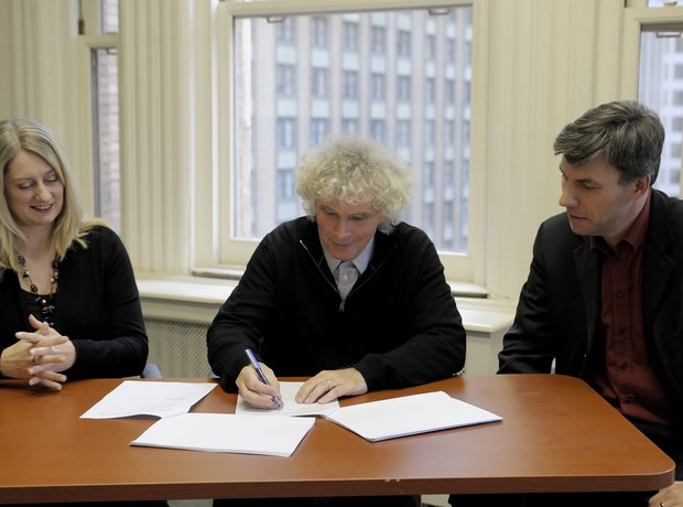 Simon Rattle signs contract