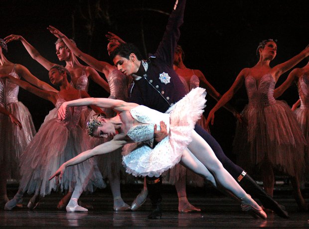 Swan Lake Royal Ballet