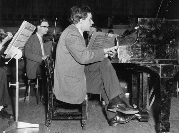 Glen Gould playing piano