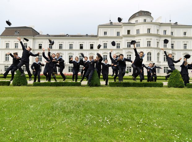 Vienna Boys Choir jumping