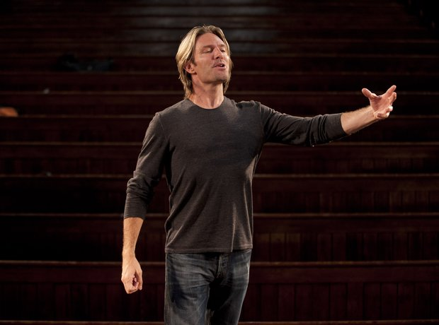 Eric Whitacre conducting