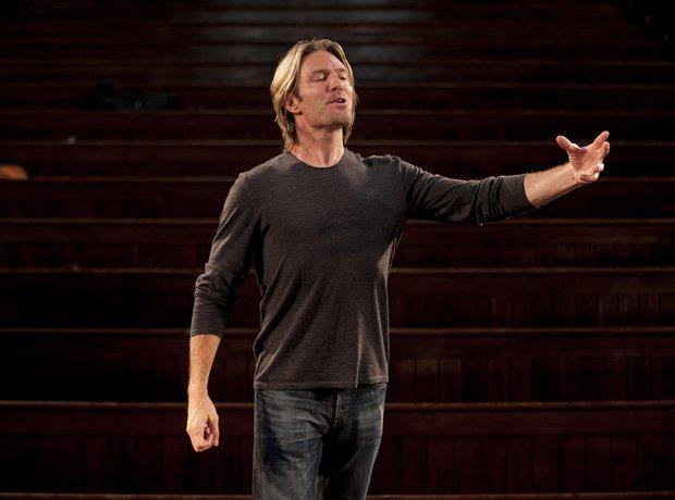 Eric Whitacre conducting