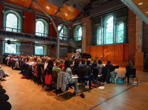 Eric Whitacre at soaring leap, london