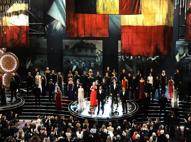Hugh Jackman and the cast of Les Miserables perfor
