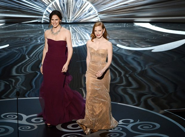 Jennifer Garner and Jessica Chastain at the Oscars