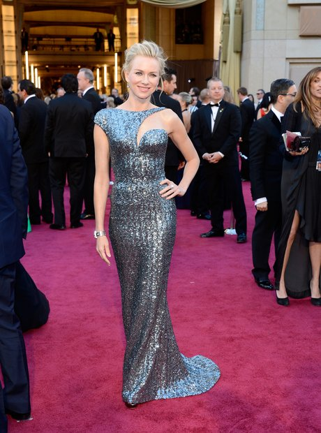 Naomi Watts attends the Oscars 2013 red carpet