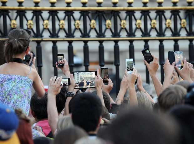 Crowds at Buckingham Palace celebrate the birth of