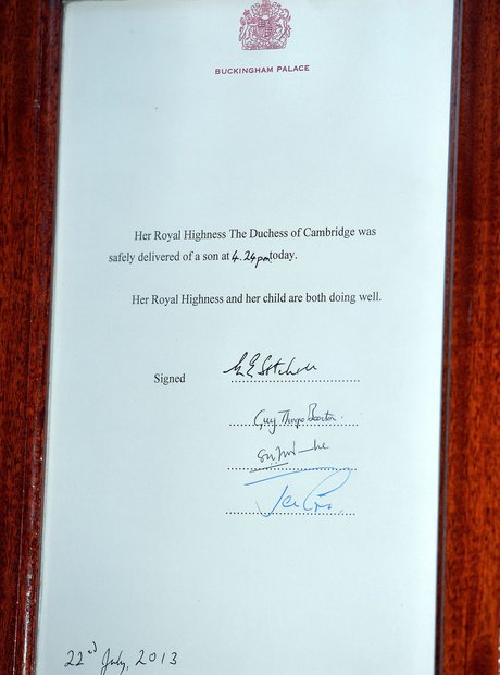 Royal baby announcement easel at Buckingham Palace