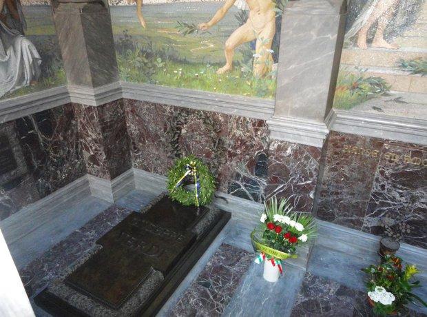 Verdi grave crypt