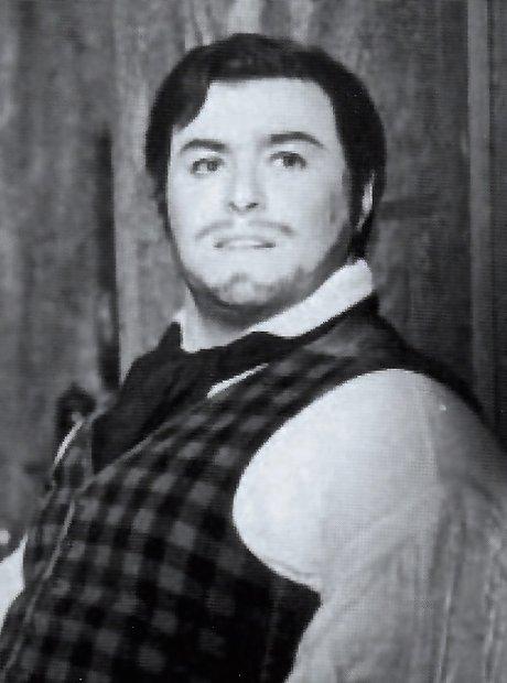 Pavarotti debut Boheme Puccini