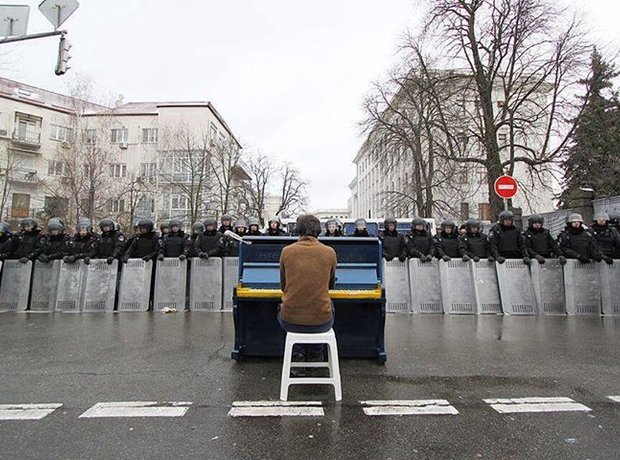 pianist chopin ukraine riot police
