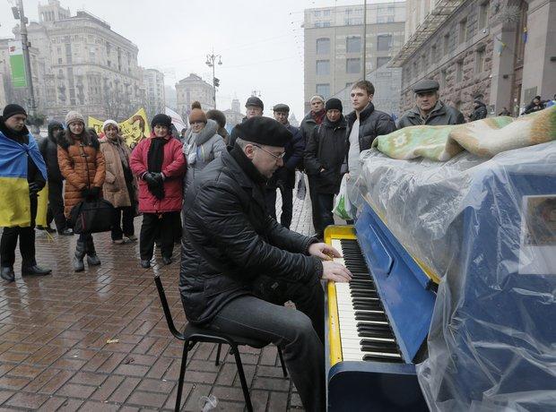 Ukraine Pianist-Extremist