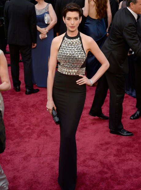 Anne Hathaway at the Ocars 2014 red carpet