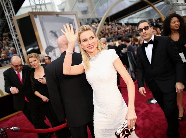 Naomi Watts at the Oscars 2014 red carpet