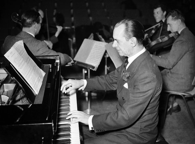 Sir Malcolm Sargent conductor pianist