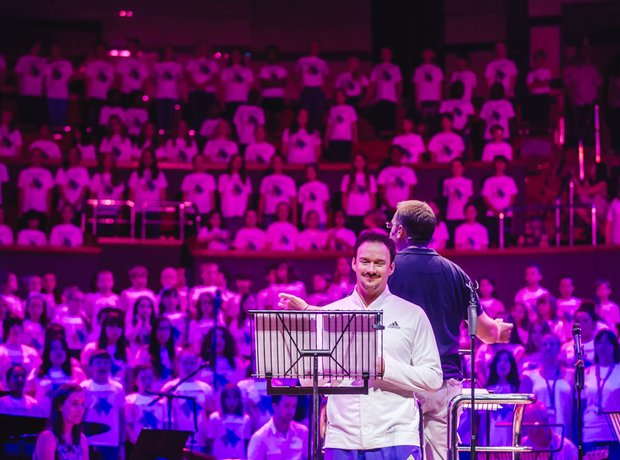 Russell Watson and the AC Academy choirs rehearse
