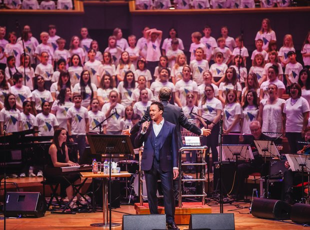 Russell Watson and the AC Academy choirs perform
