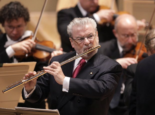 a concert review of the dallas symphony orchestra with sir james galway Laureate with the dallas symphony, and is in his 11th season with the chicago symphony orchestra concert juliet prowse, sir james galway.