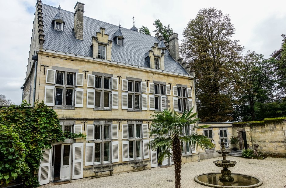 Grand exterior andr rieu 39 s maastricht castle exclusive for Homes by andre