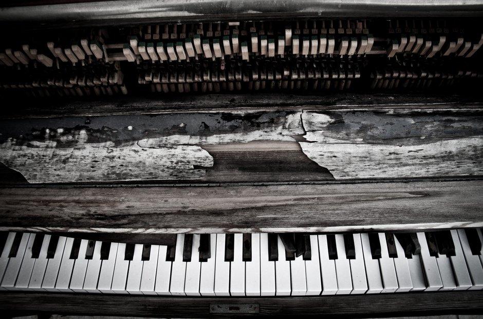 broken pianos
