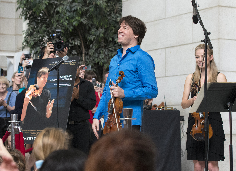 Joshua Bell busking