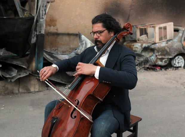 Cellist plays in Baghdad at scene of bombing