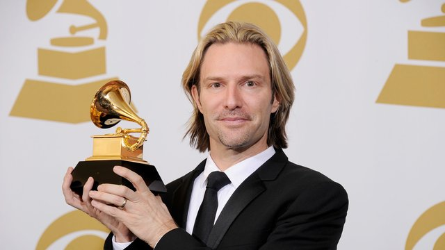 eric whitacre biography The eric whitacre singers have established themselves as one of the finest  ensembles of our day this professional choir draws in audiences with a wide.