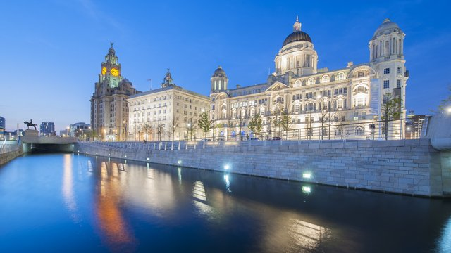 Discover the cultural city of Liverpool with a luxury ...