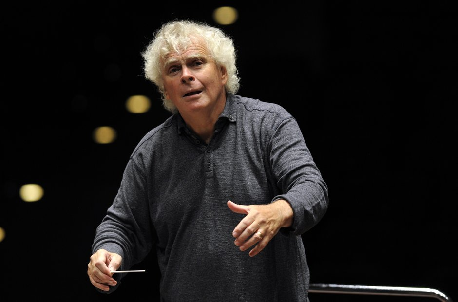 Simon Rattle conducts the London Symphony Orchestr