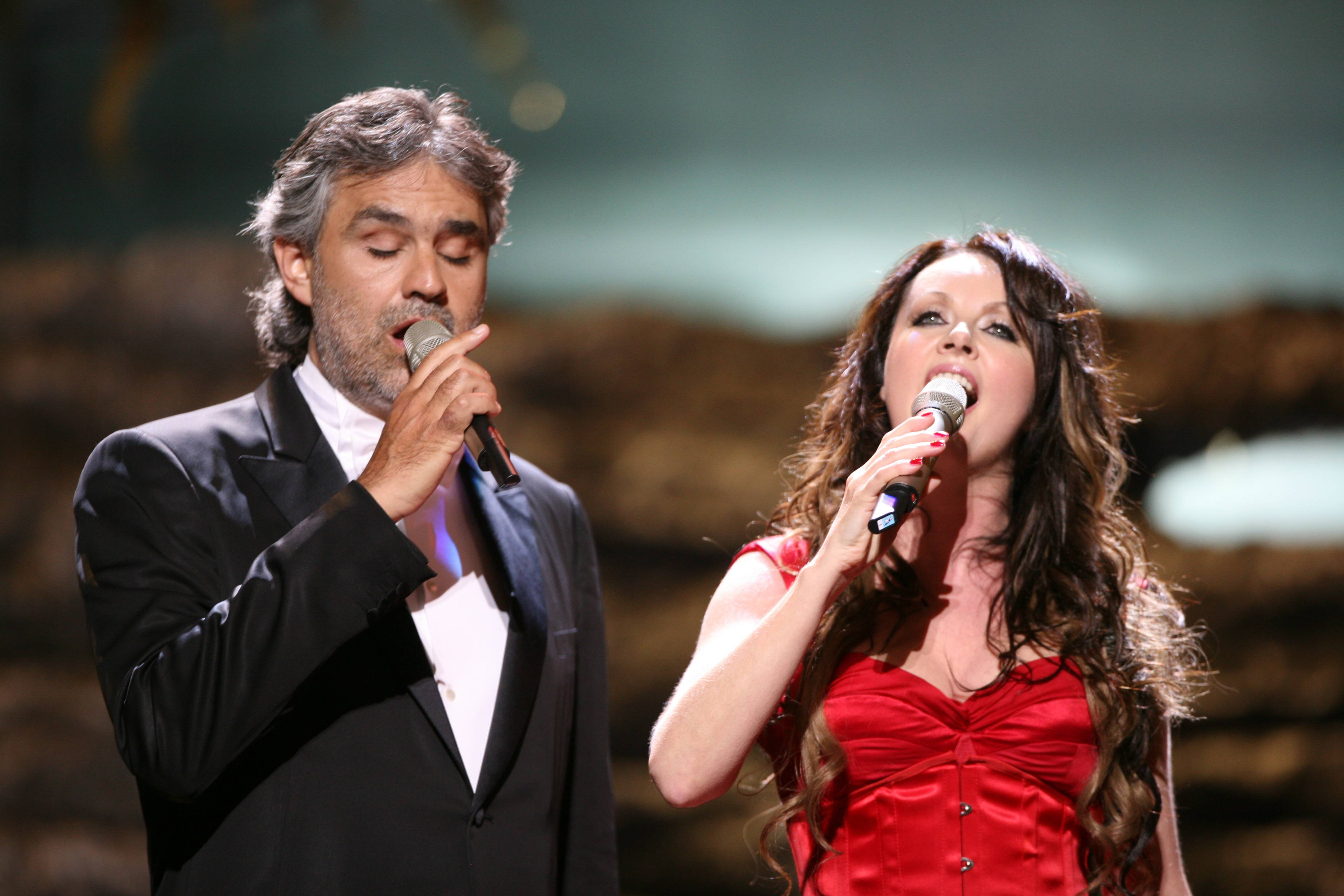 Andrea Bocelli and Sarah Brightman duet together