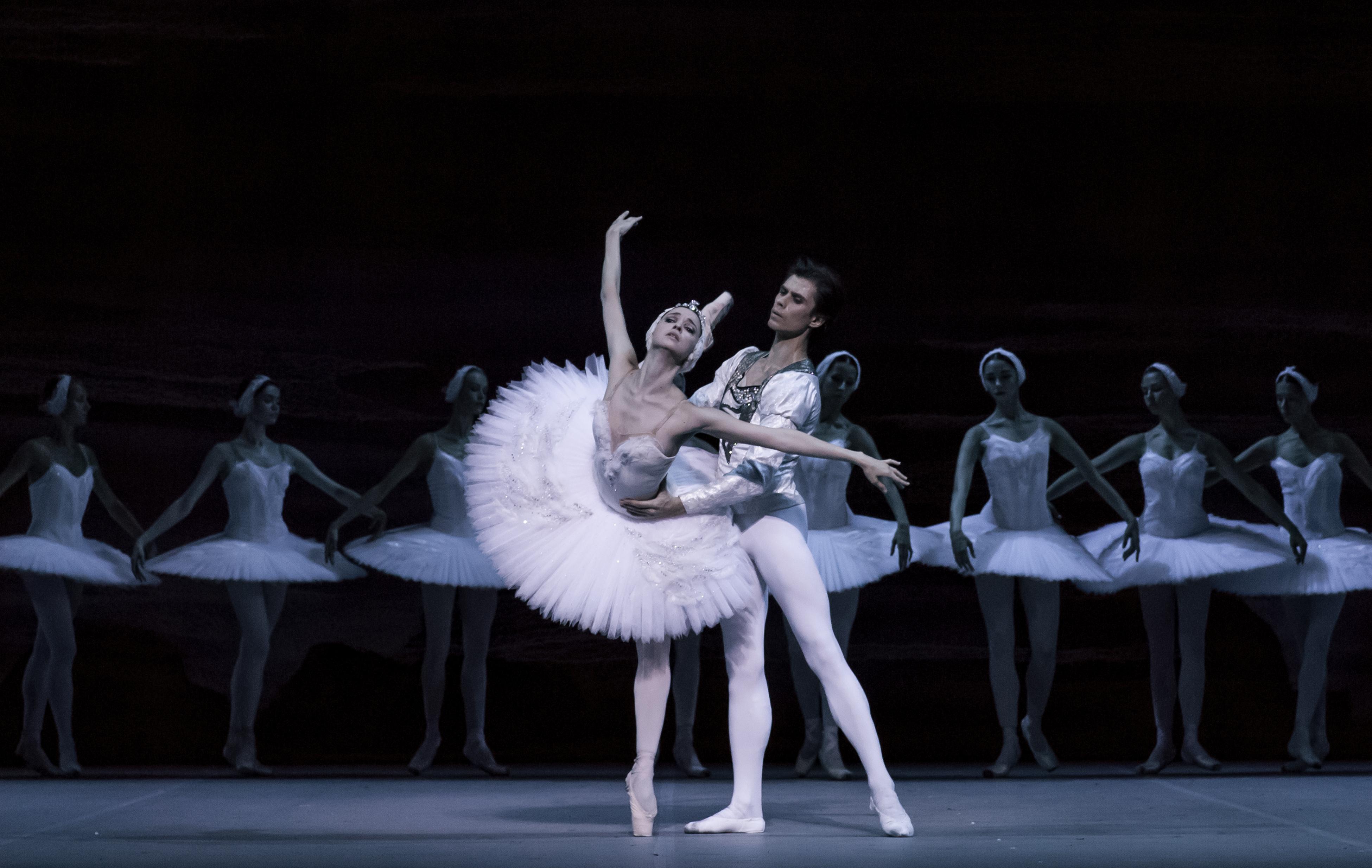 Tchaikovsky 'Swan Lake'